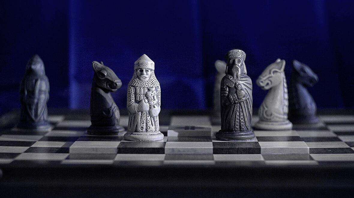 Выгляд Гетмана, Гарматы і Вершніка ў Шляхетнай версіі шахмат. Гліна, мастацкая расфарбоўка.