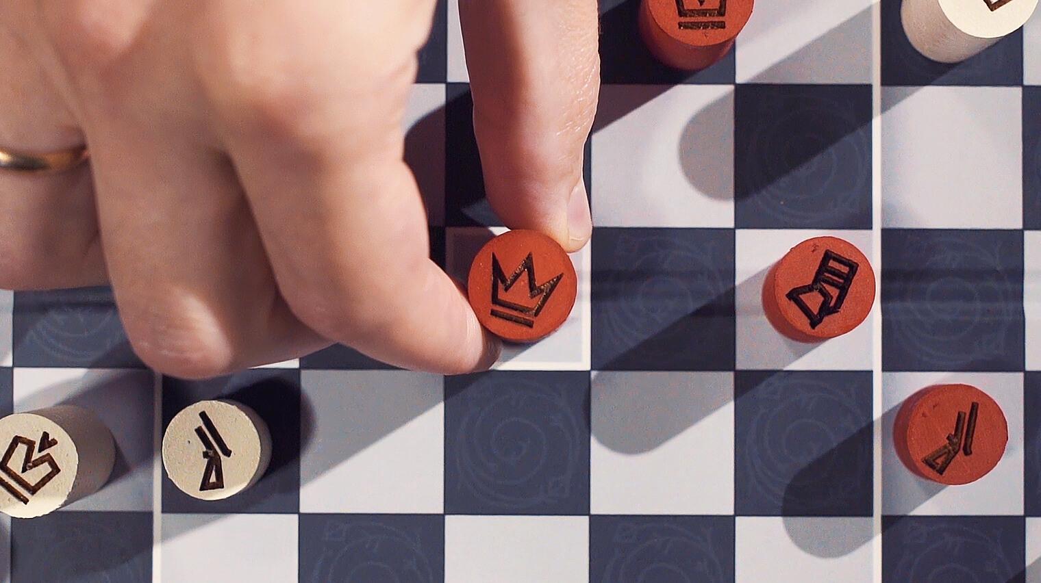 Так выглядит восхождение Князя на Трон в «Подарочной версии» белорусских шахмат.