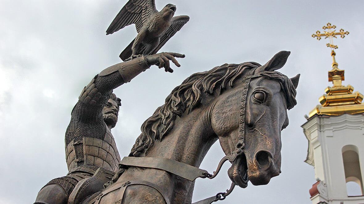 Памятник Ольгерду в Витебске. Княжичу, который после стал Князем. Скульптура Сергея Бондаренко, 2014 год.