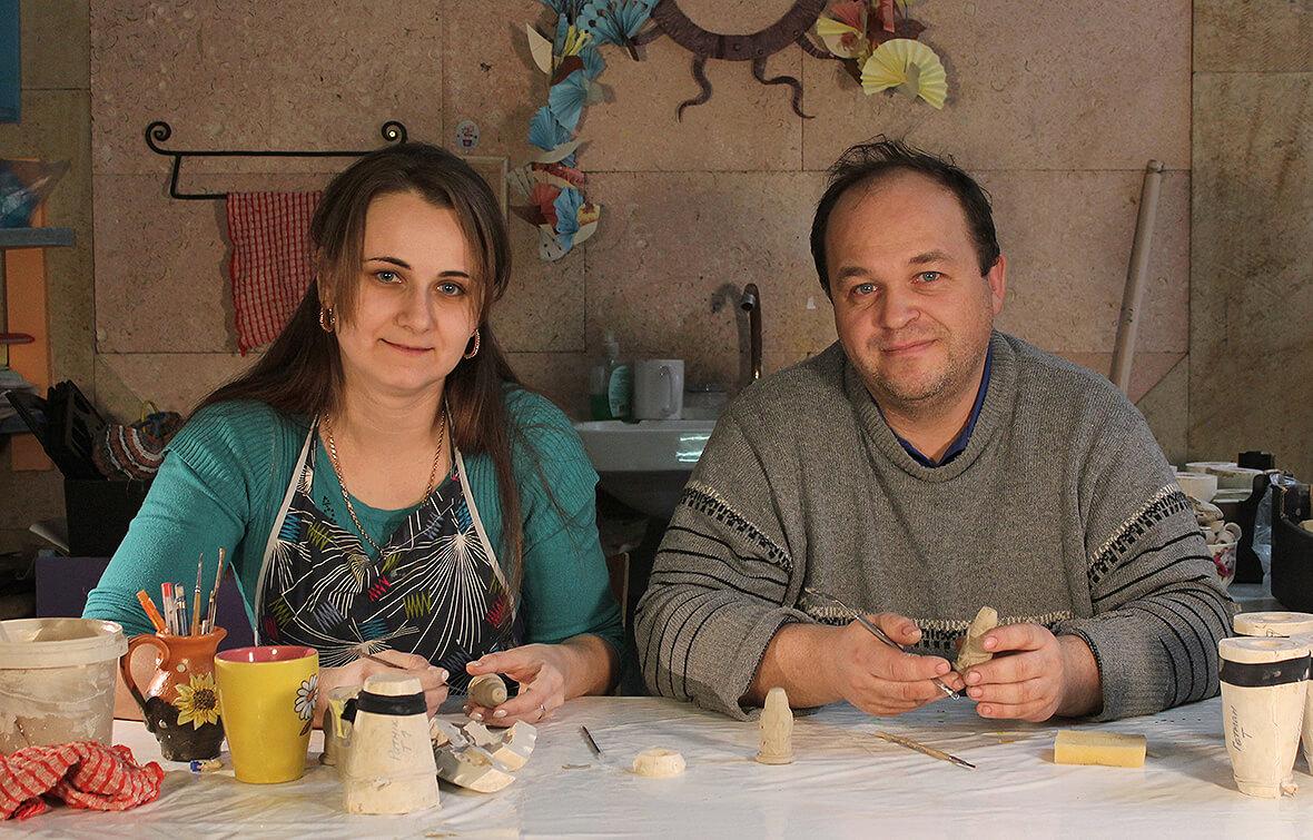 Художница Татьяна Рублевская и мастер по фигуркам Олег Школа